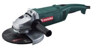 Болгарка - один из инструментов, что может понадобится при создании бетономешалки.