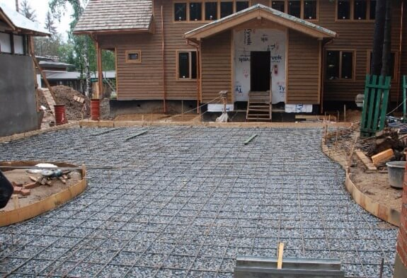 Concreting the yard under the tile