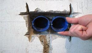 Установка розетки в бетонную стену