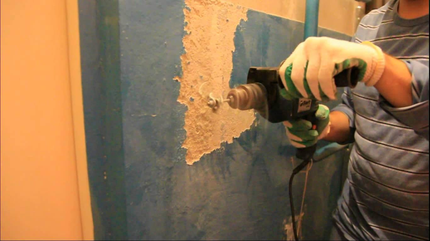 Удаление краски с бетонной стены.