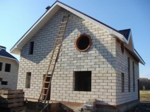 Дом из пенобетона: плюсы, минусы и отличие от газобетона
