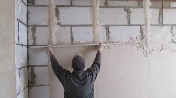 Штукатурка стен из газобетона внутри помещения - особенности процесса