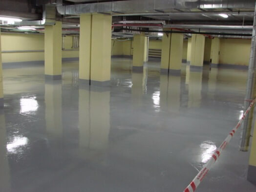 бетон желтеет